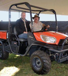 Robert Keir en Deon Engelke kon dadelik agterkom dat die nuwe RTV X900 se onderstel gebou is om 'n boer se lyf vir lang ure oor heuwels en slote te beskerm.
